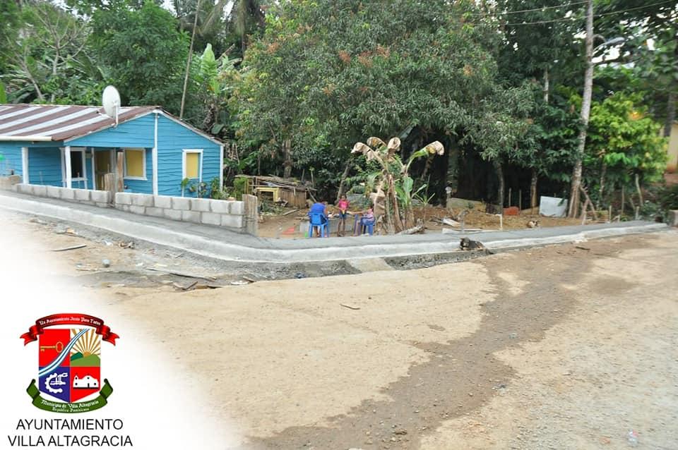 Trabajos de construcción de Aceras y Contenes en el sector la colina 4.